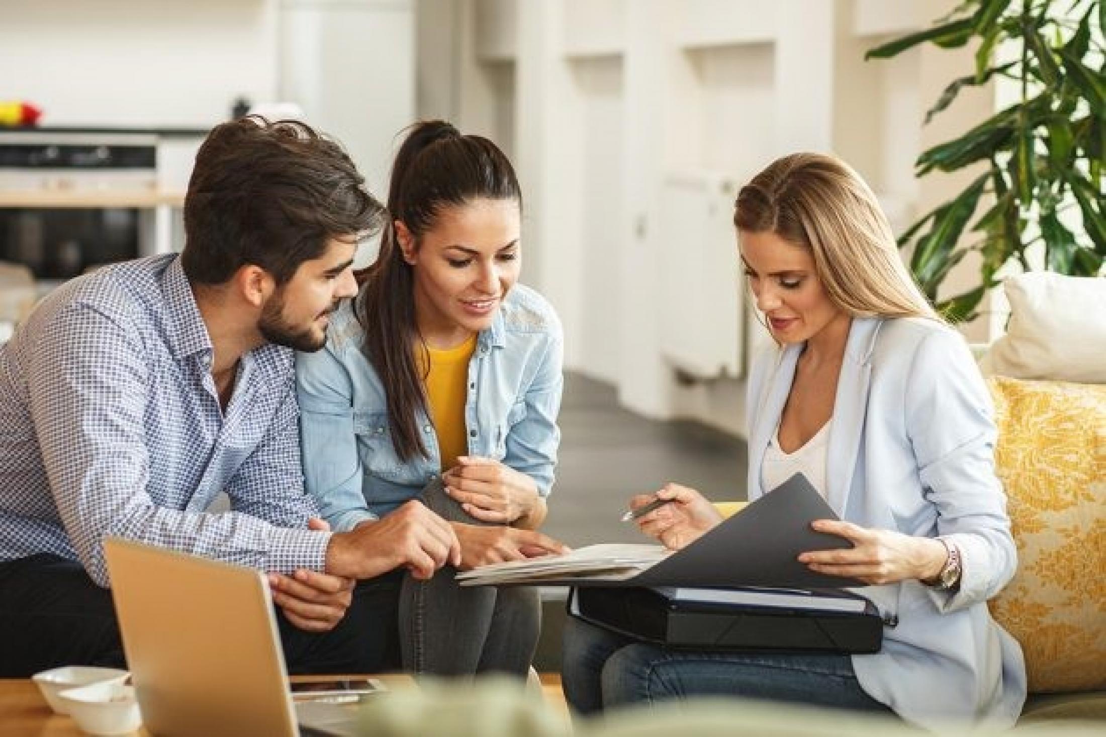 Защо да работите с консултант по недвижими имоти?
