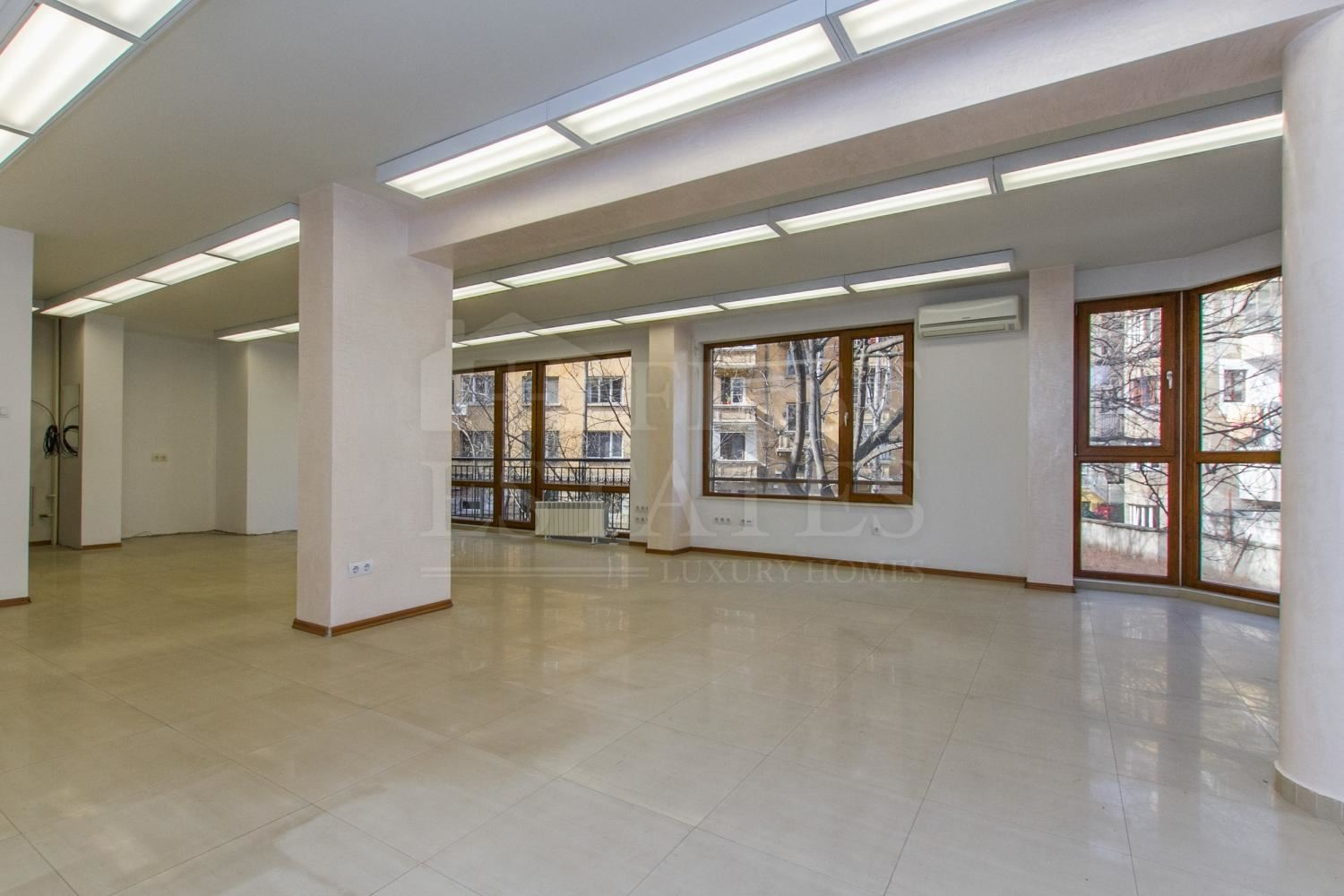88 m² office for rent