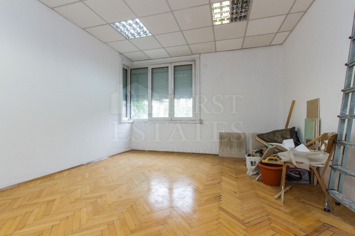 140 m² office for rent