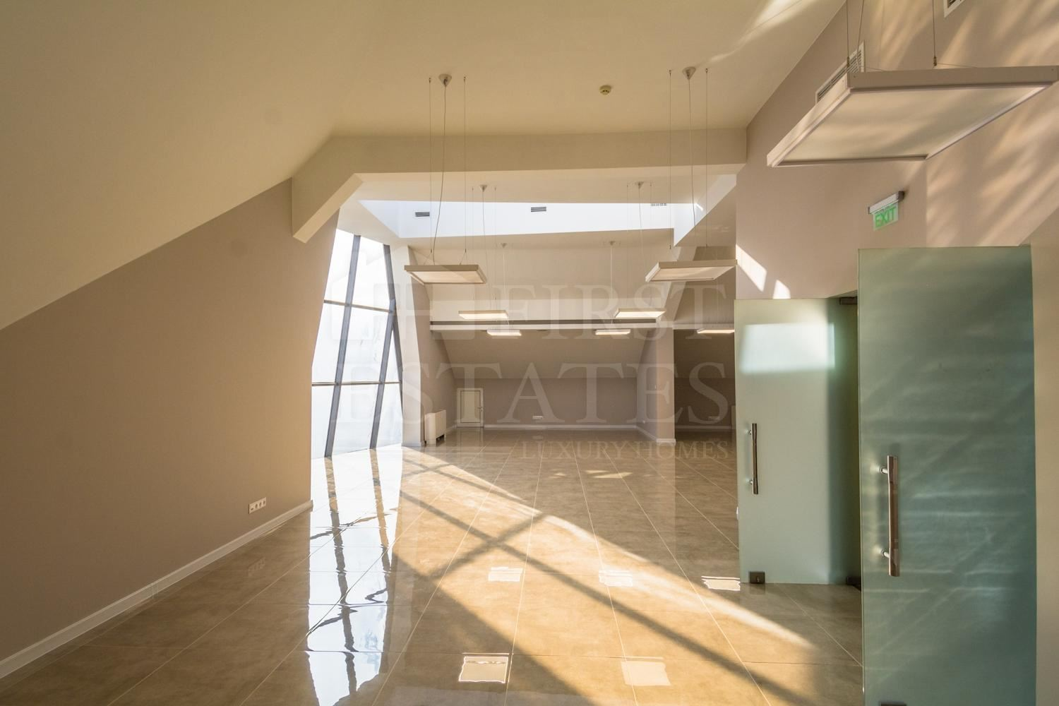 224 m² office for rent