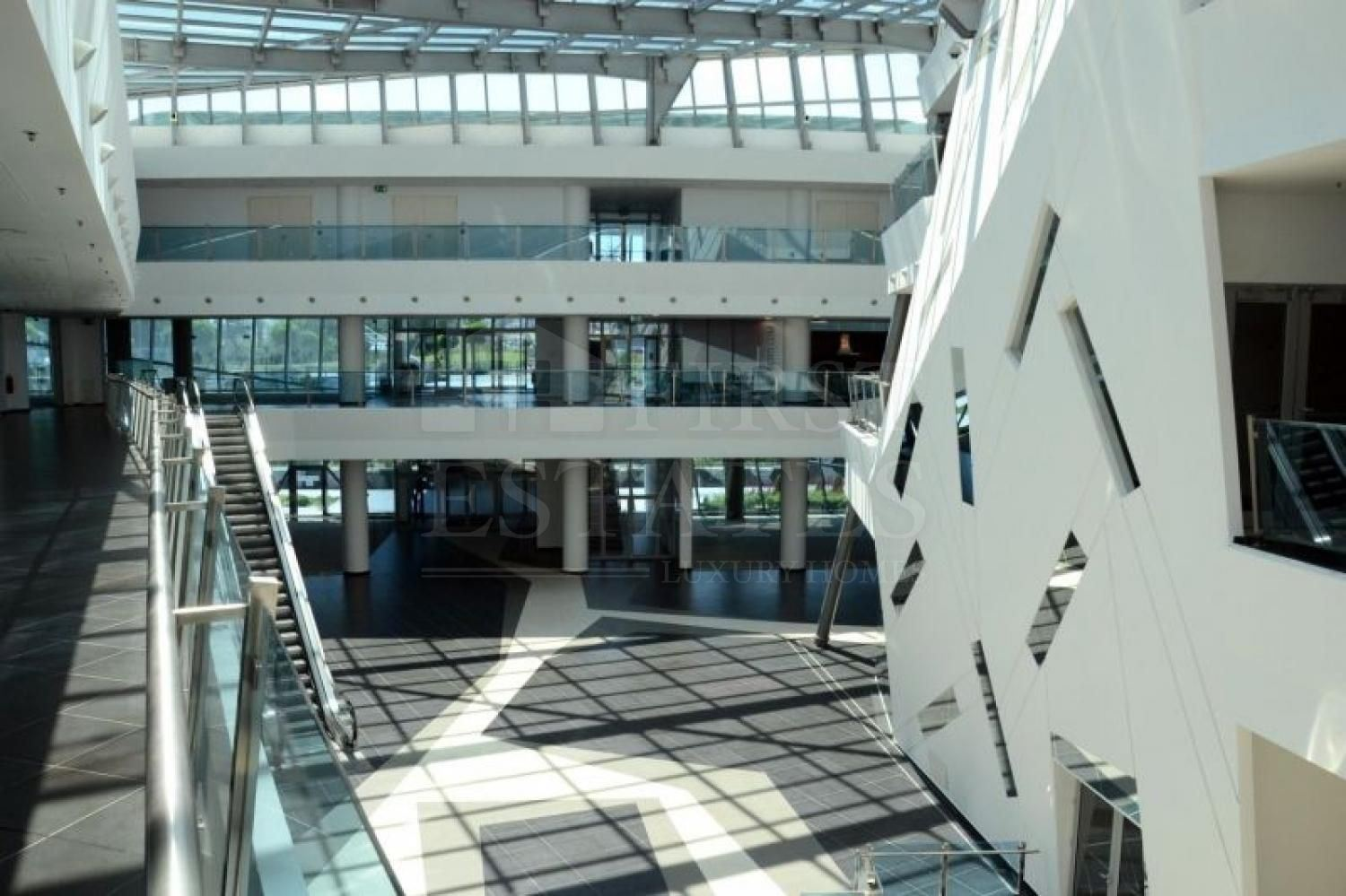 465 m² office for rent