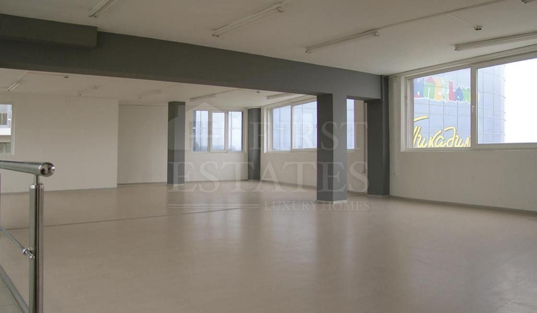 1030 m² офис за продажба