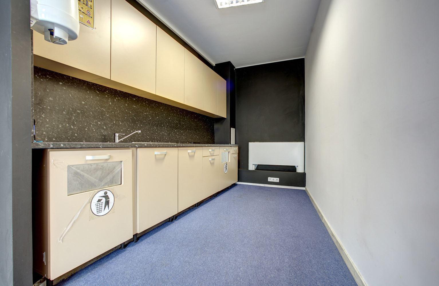 2200 m² офис за продажба