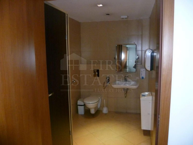 1732 m² офис за продажба