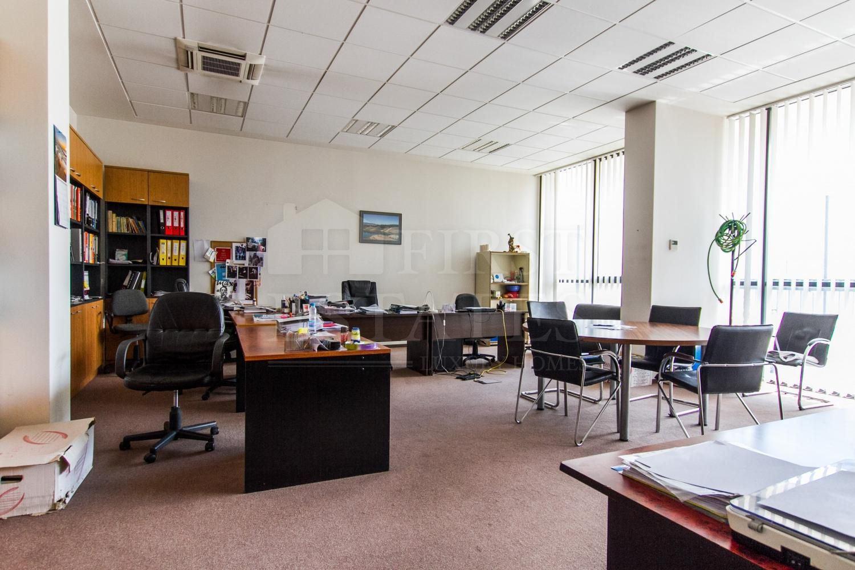 911 m² офис за продажба