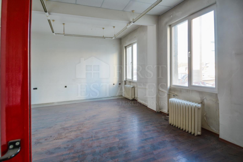 1622 m² офис за продажба