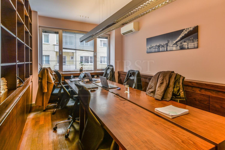 140 m² офис за продажба