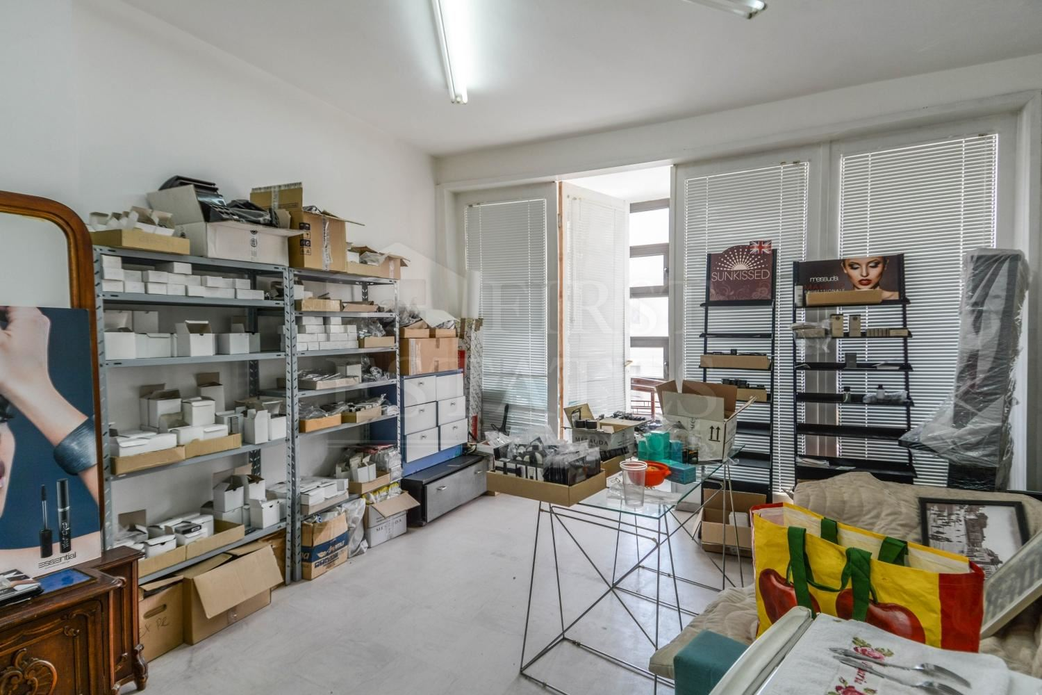 100 m² office for rent