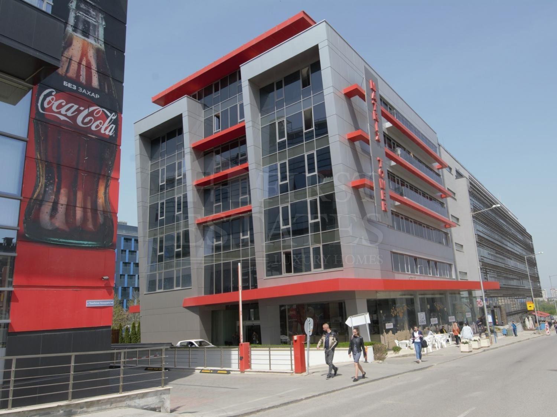 1800 m² office