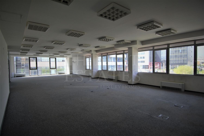 1360 m² офис