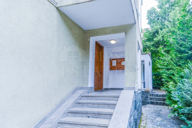 555 m² офис за продажба