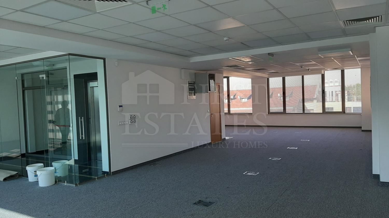 1000 m² office for rent