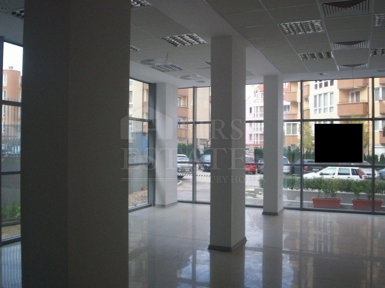 300 m² shop