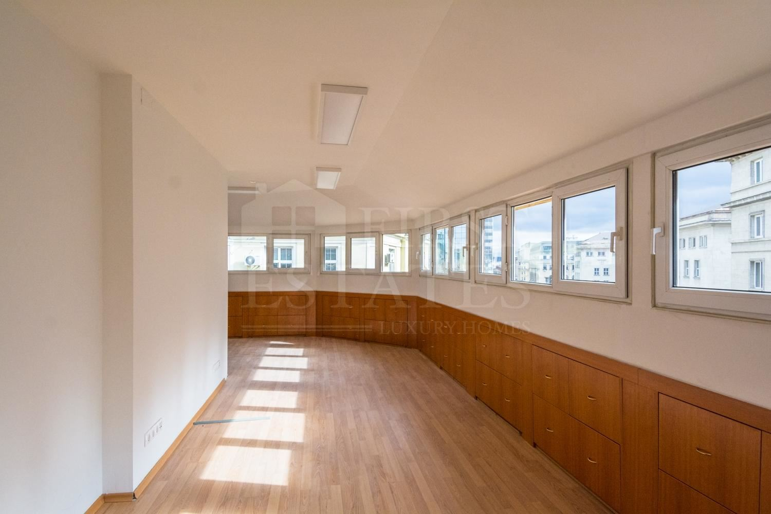 92 m² office for rent