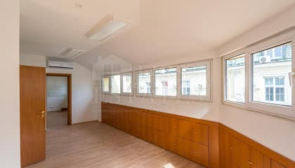 89 m² office for rent