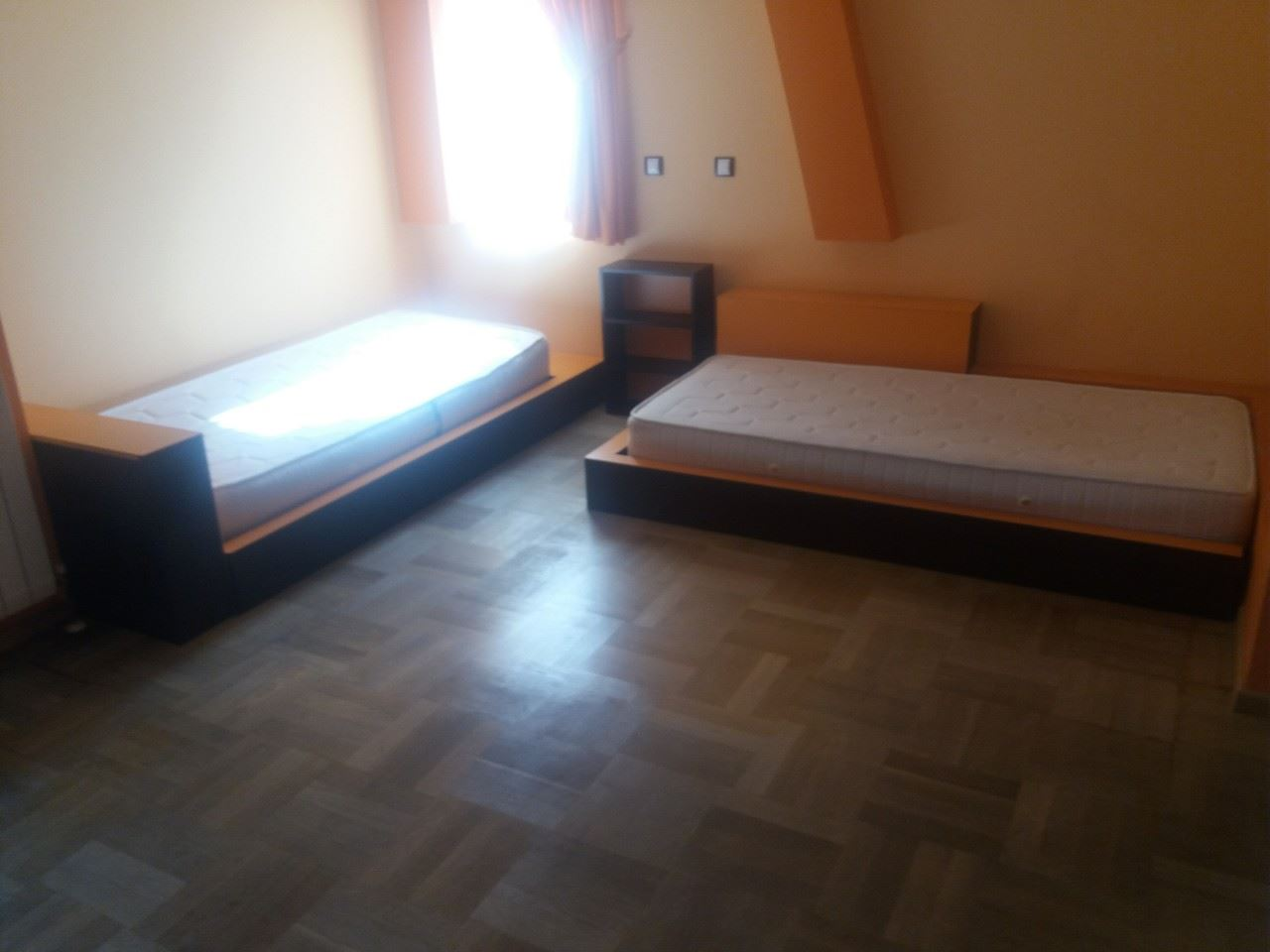 къща с 4 спални