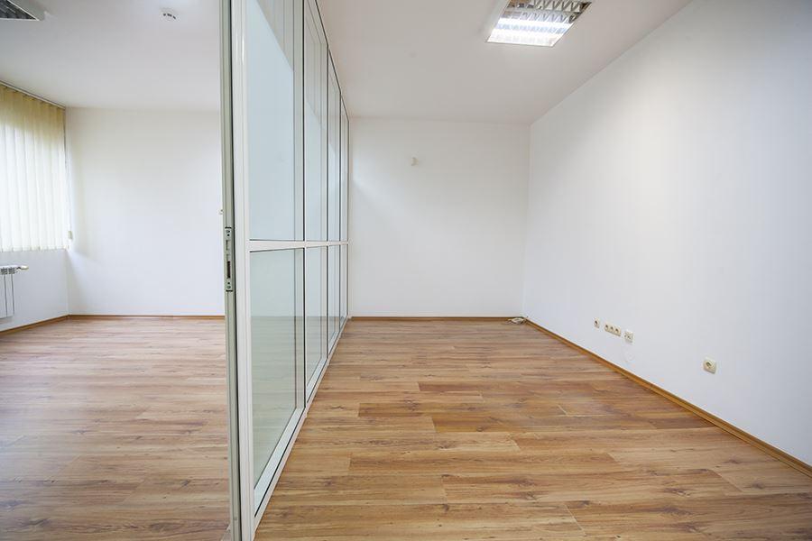 70 m² офис за продажба