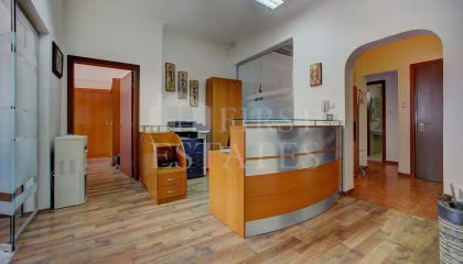 130 m² office for rent