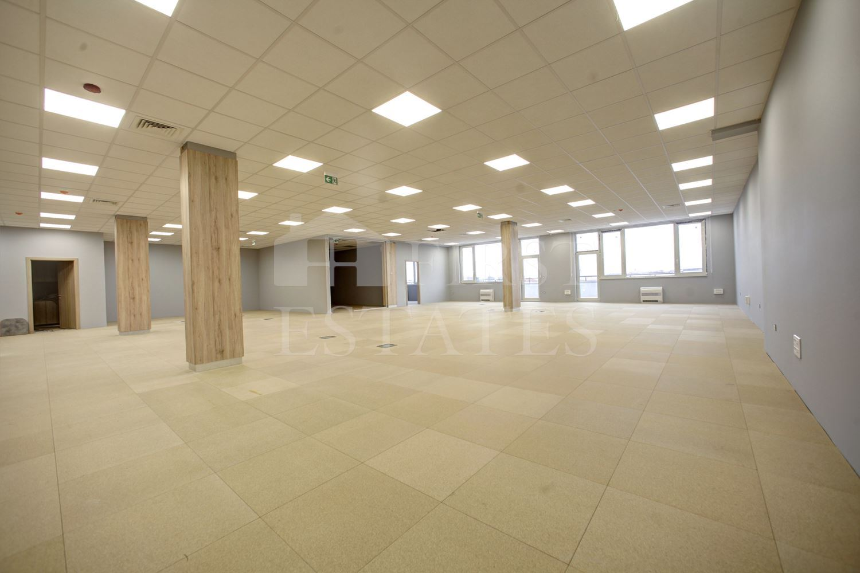 499 m² индустриален имот под наем