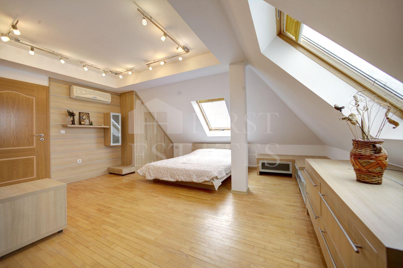 къща с 5 + спални под наем