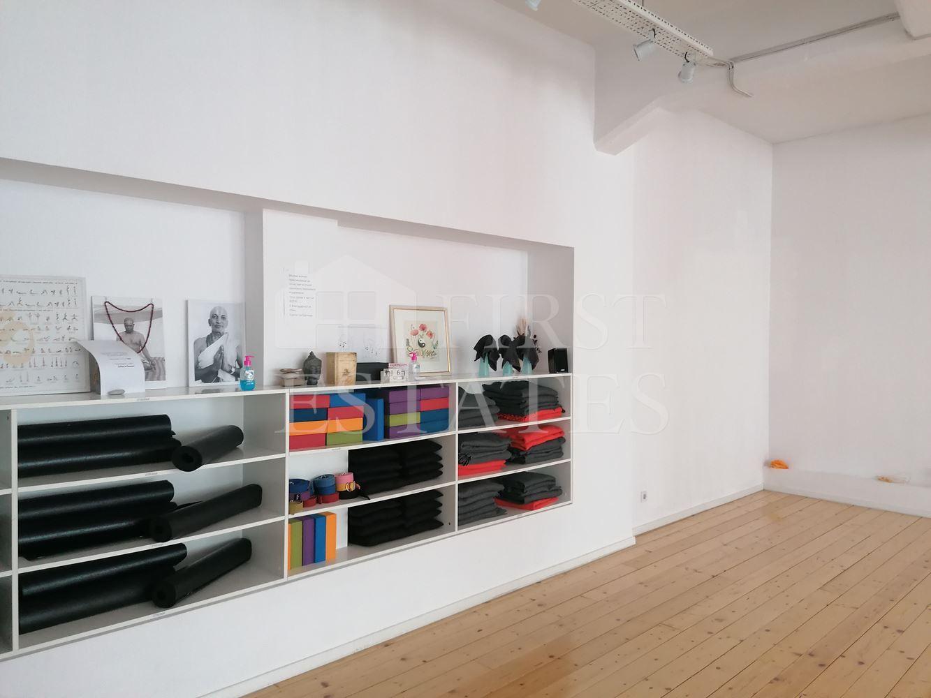 692 m² офис за продажба