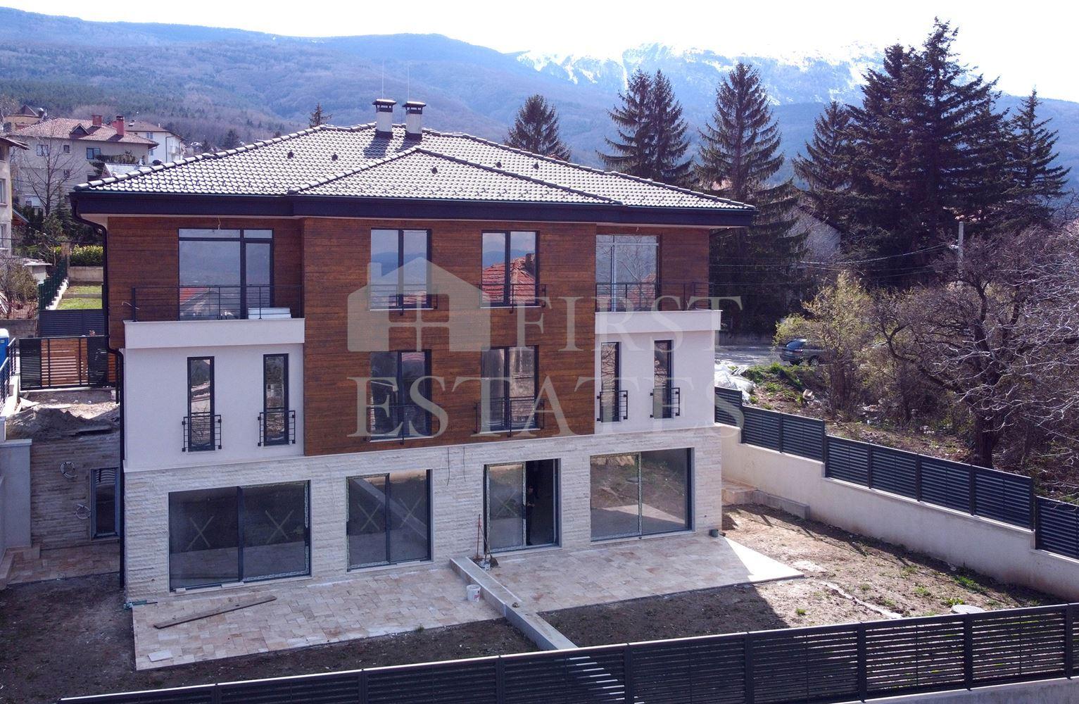 къща с 4 спални за продажба