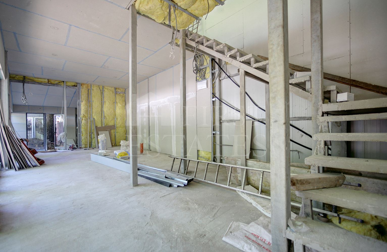 100 m² shop for rent