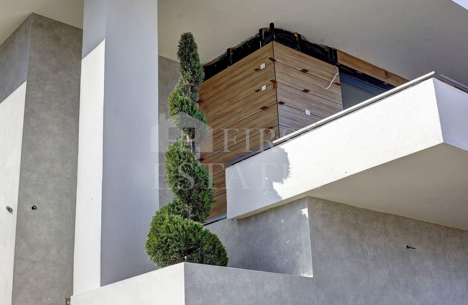 къща с 5 + спални за продажба
