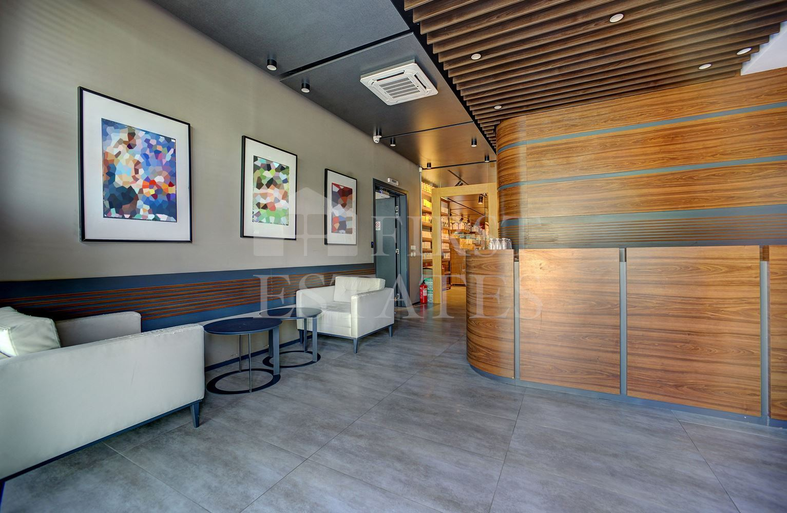 974 m² офис сграда за продажба