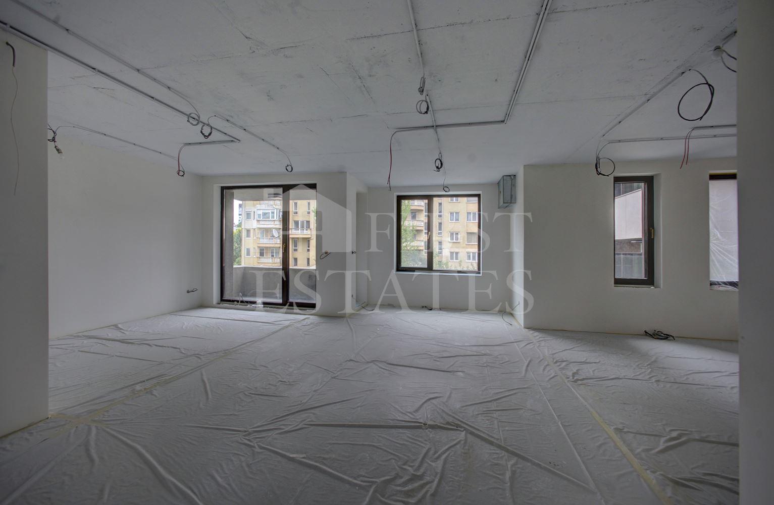 927 m² офис за продажба